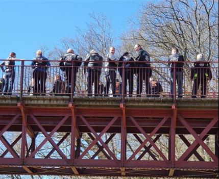 Svin-på-broen